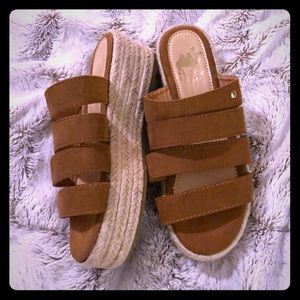 Shoes - Sandal Wedge